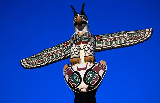 Low angle view of a totem pole, Kwagulth Indian Totem, Chicago, Illinois, USA : Stock Photo