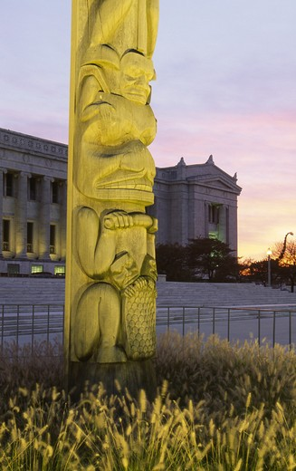 Stock Photo: 1486-3683 USA, Illinois, Chicago, totem pole at Field Museum of Natural History