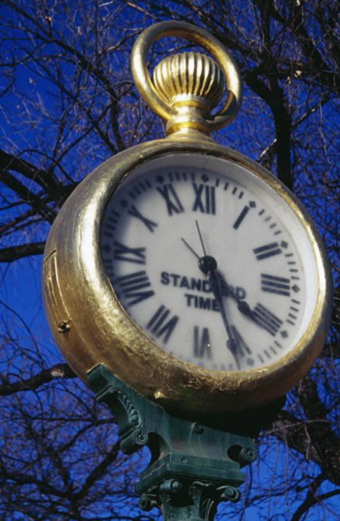 Stock Photo: 1486-4003 USA, New Mexico, Santa Fe, Spitz Clock, low angle view
