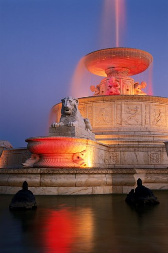 Fountain lit up at dusk, Scott Memorial Fountain, Belle Isle Park, Detroit, Michigan, USA : Stock Photo