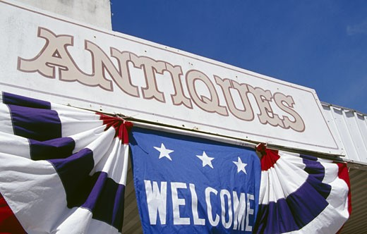 Stock Photo: 1486-4723 USA, Texas, welcoming sign at shop with antiques