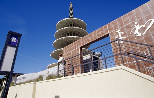 Stock Photo: 1486-5061 USA, California, San Francisco, Japantown Peace Plaza, low angle view