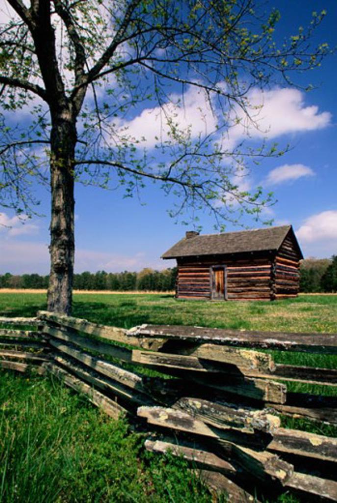 Log cabin at Chickamauga and Chattanooga National Military Park, Georgia, USA : Stock Photo