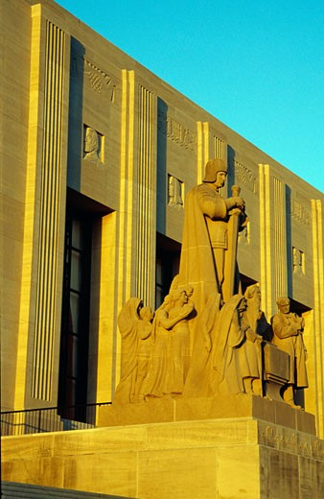 Stock Photo: 1486-6228 Statue at a government building, Louisiana State Capitol, Baton Rouge, Louisiana, USA