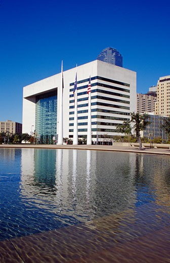 Stock Photo: 1486-982B Reflection of a government building in water, Dallas City Hall Plaza, Dallas, Texas, USA