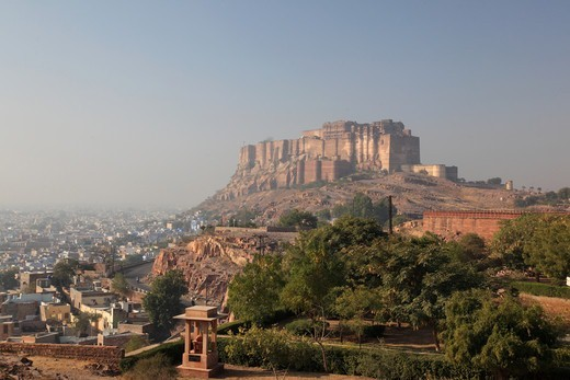 Stock Photo: 1488-1340 India, Rajahstan, Jodhpur, View of Mehrangarh Fort