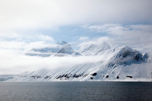 Norway, Svalbard Archipelago, Snow-capped mountains : Stock Photo