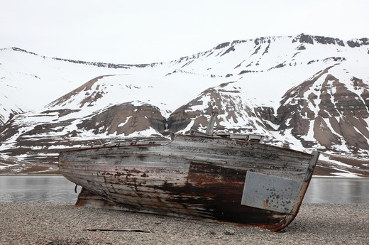Norway, Svalbard Archipelago, Derelict boat in desolate landscape : Stock Photo