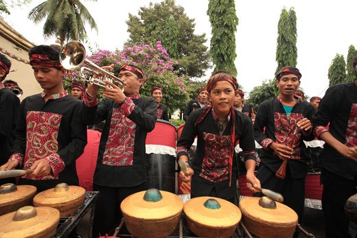 Stock Photo: 1488-694 People playing traditional musical instruments, Madura, Java, Indonesia
