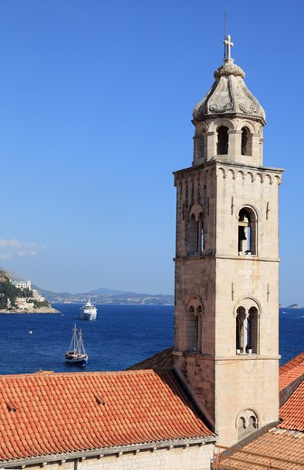 Bell tower of a church with cruise ships in the Adriatic Sea, Dubrovnik, Dalmatia, Croatia : Stock Photo