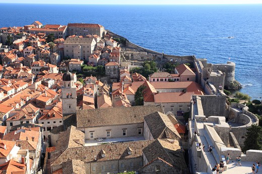 Stock Photo: 1488-788 High angle view of houses with defensive walls, Adriatic Sea, Dubrovnik, Dalmatia, Croatia