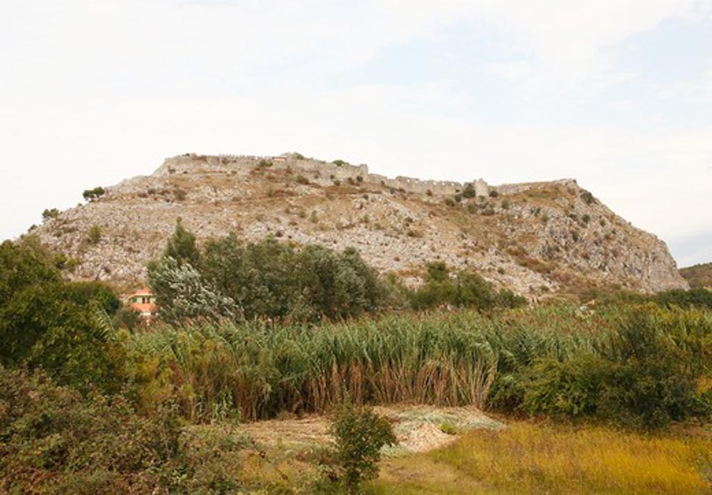 Stock Photo: 1488-915 Castle on a hill, Rozafa Castle, Shkoder, Albania