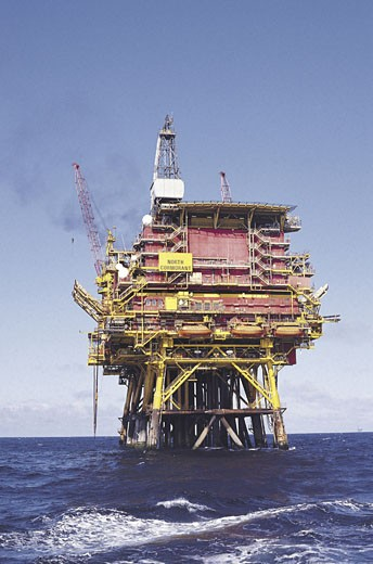 Stock Photo: 1491R-1017147 Oil platform in the North Sea