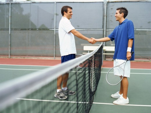 side profile of a tennis player shaking hands with his opponent : Stock Photo