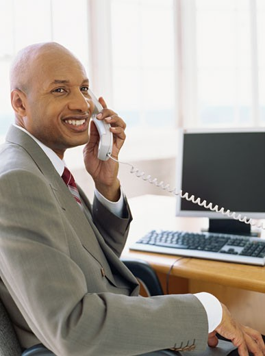 side profile of a businessman talking on the telephone : Stock Photo