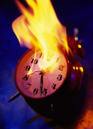 Stock Photo: 1491R-1115627 high angle view of an alarm clock on fire