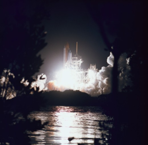 Stock Photo: 1491R-1125870 Night launch of the space shuttle