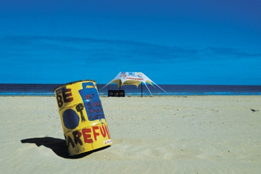 Stock Photo: 1491R-1138040 drum on beach