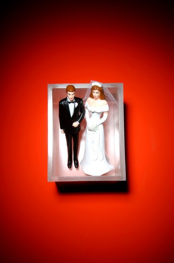 Stock Photo: 1491R-1162275 A bride and groom wedding figures in a small box