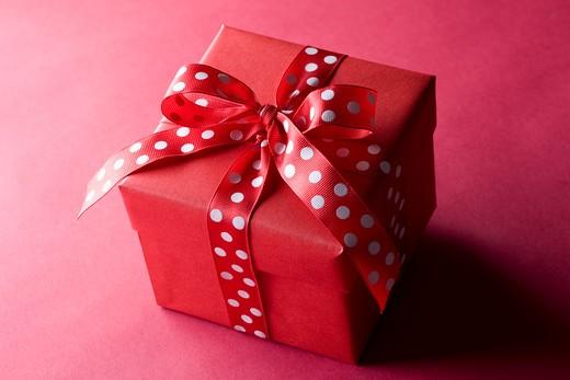 Stock Photo: 1491R-1162721 Valentine gift box