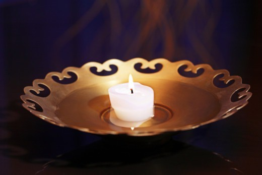 Stock Photo: 1491R-1175012 Close up of a candle
