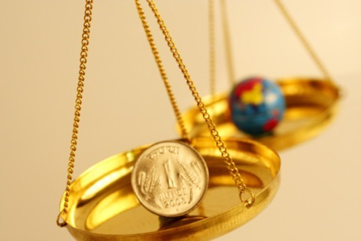 Stock Photo: 1491R-1183523 A balance with money and globe