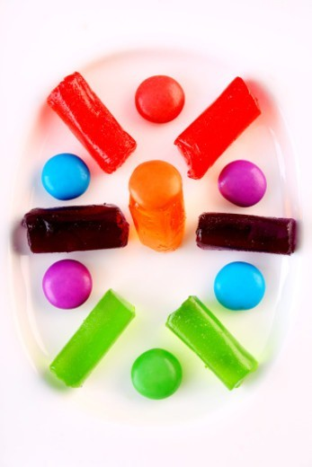 Stock Photo: 1491R-1195690 Colourful candies in a fancy bowl