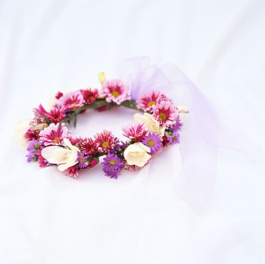 close-up of a wreath of assorted fresh flowers : Stock Photo