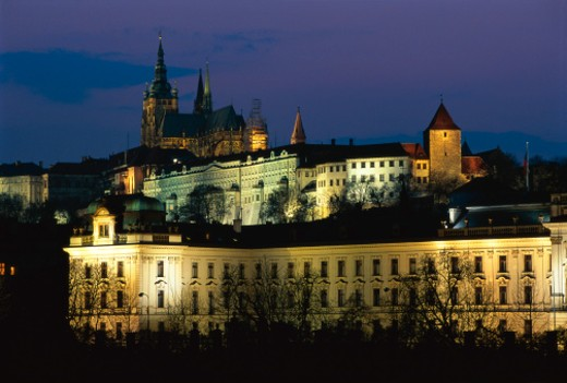 Stock Photo: 1491R-230064 St. Vitus Cathedral and Prague Castle and the Government Buildings illuminating Prague, Czech Republic