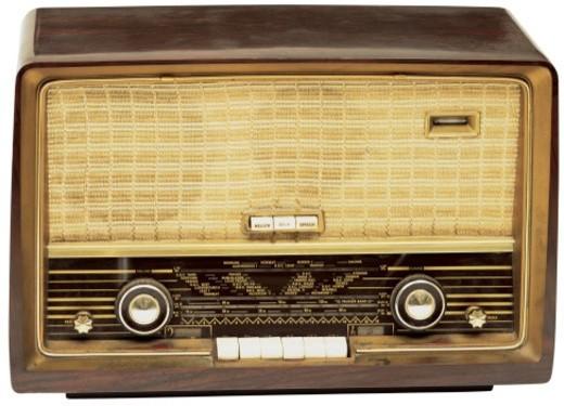 Stock Photo: 1491R-31010 old fashioned radio