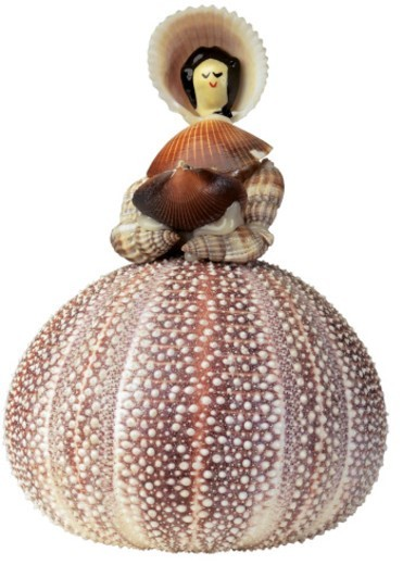 Stock Photo: 1491R-32079 female doll made of shells