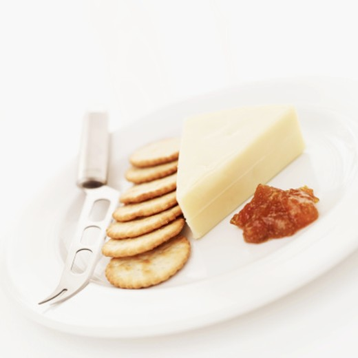 Stock Photo: 1491R-987313 close-up of cheese and crackers and cheese knife on a plate