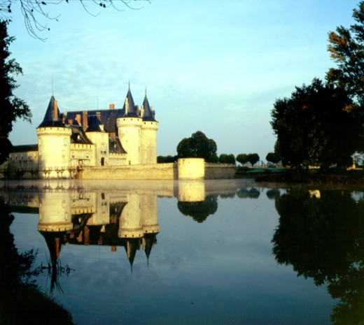 Stock Photo: 1495-314 Reflection of a castle in the river, Chateau de Sully, Sange River, Sully, France