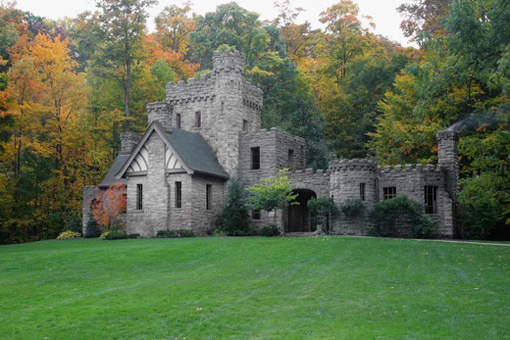 Stock Photo: 1505-321 Trees near a castle, Castle House, Cleveland, Ohio, USA