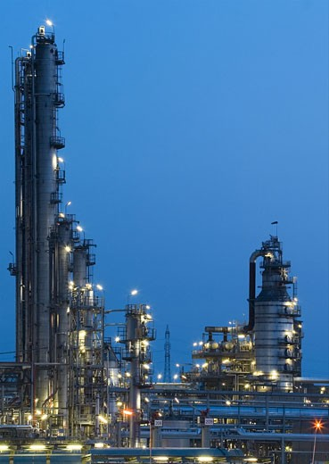 Stock Photo: 1525R-117885 This is big oil-works in night ligths.