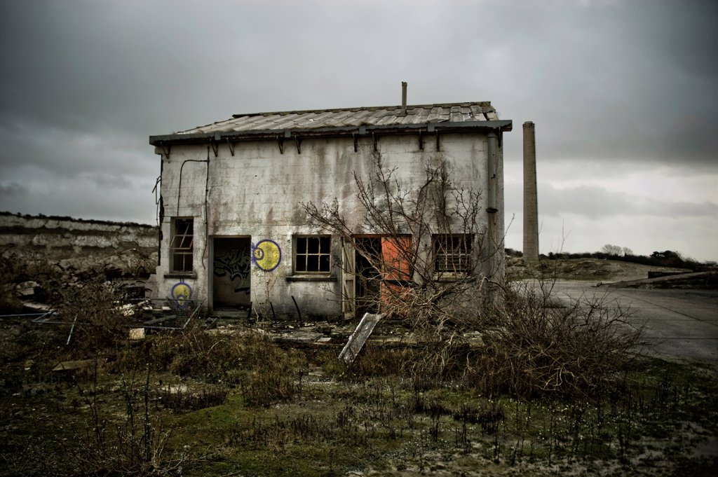 Stock Photo: 1525R-190756 Abandoned house