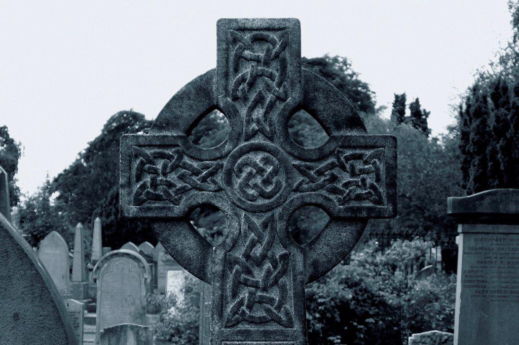 Stock Photo: 1525R-192554 Celtic cross grave marker.