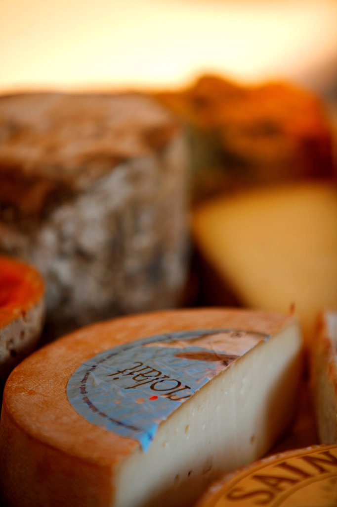Stock Photo: 1525R-201571 Assorted cheeses