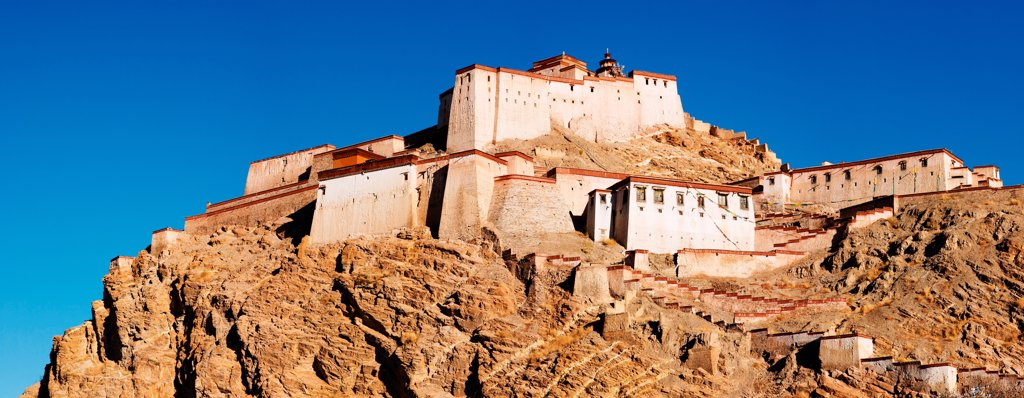 Stock Photo: 1525R-201955 Tibetan buddhist monastery, Gyantse, Tibet