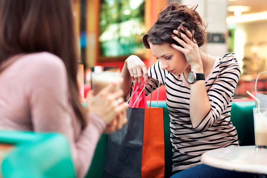 Stock Photo: 1525R-204254 Two beautiful girls with shoppingbags