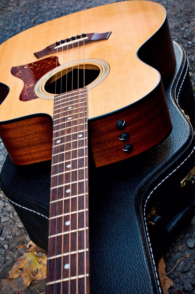 Stock Photo: 1525R-206296 Acoustic guitar sitting on it's closed case.