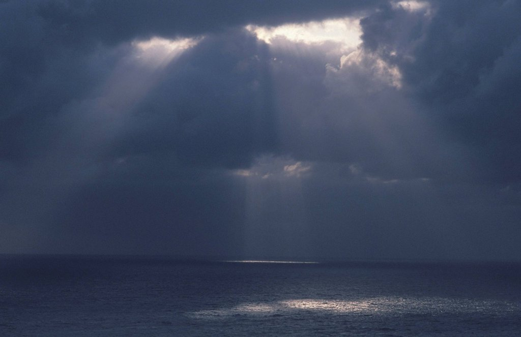 Stock Photo: 1525R-237569 Light Shining Through Clouds onto the Ocean
