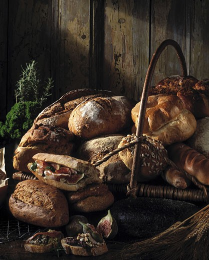 Close-up of loaves of bread in a basket : Stock Photo