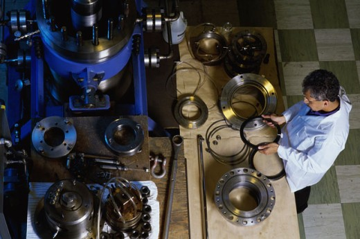 Stock Photo: 1525R-78290B Inspecting Seal Rings