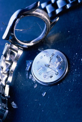 Stock Photo: 1525R-81746 Close-up of a broken wristwatch