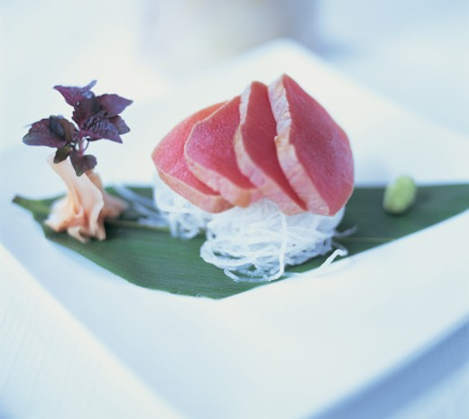 Stock Photo: 1527R-05032 Raw Tuna and Glass Noodles
