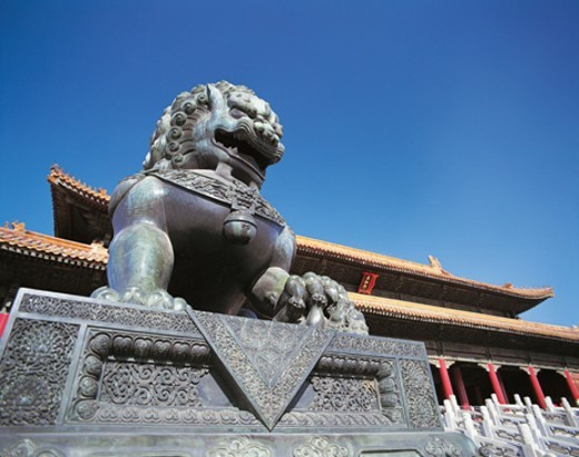 Stock Photo: 1527R-0533 Bronze Lion, forbidden City, Beijing, China