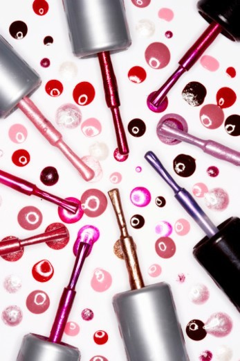 Stock Photo: 1527R-1086318 Assorted nail varnish lids with brushes and droplets, elevated view