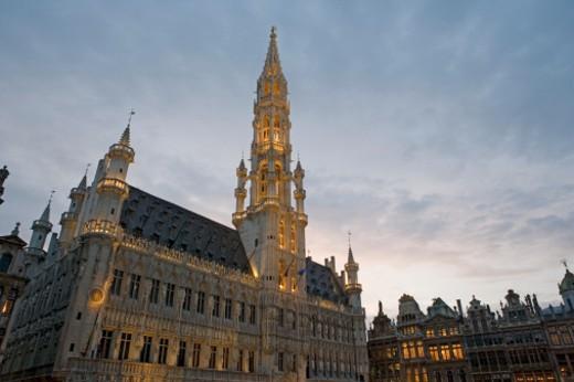 Stock Photo: 1527R-1088560 Belgium, Brussels, Grand Place, Hotel de Ville, low angle