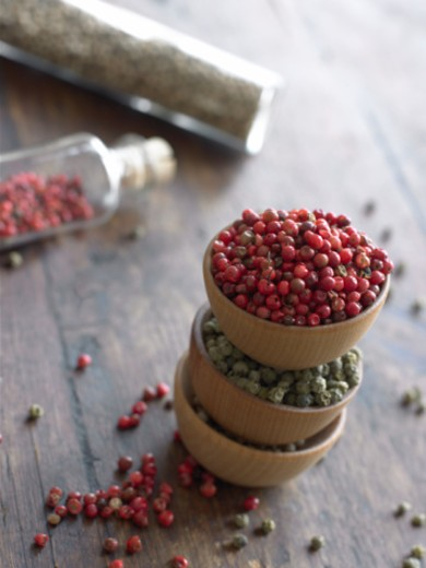 Stock Photo: 1527R-1098870 Spices in stacked bowls